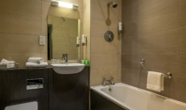 Maldron-Hotel-Shandon-Cork-City-bathroom