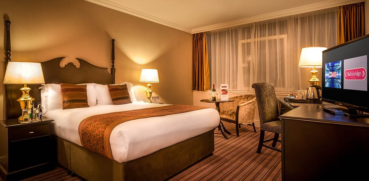 Ballsbridge-Hotel-Executive-Room-with-kingsize-bed