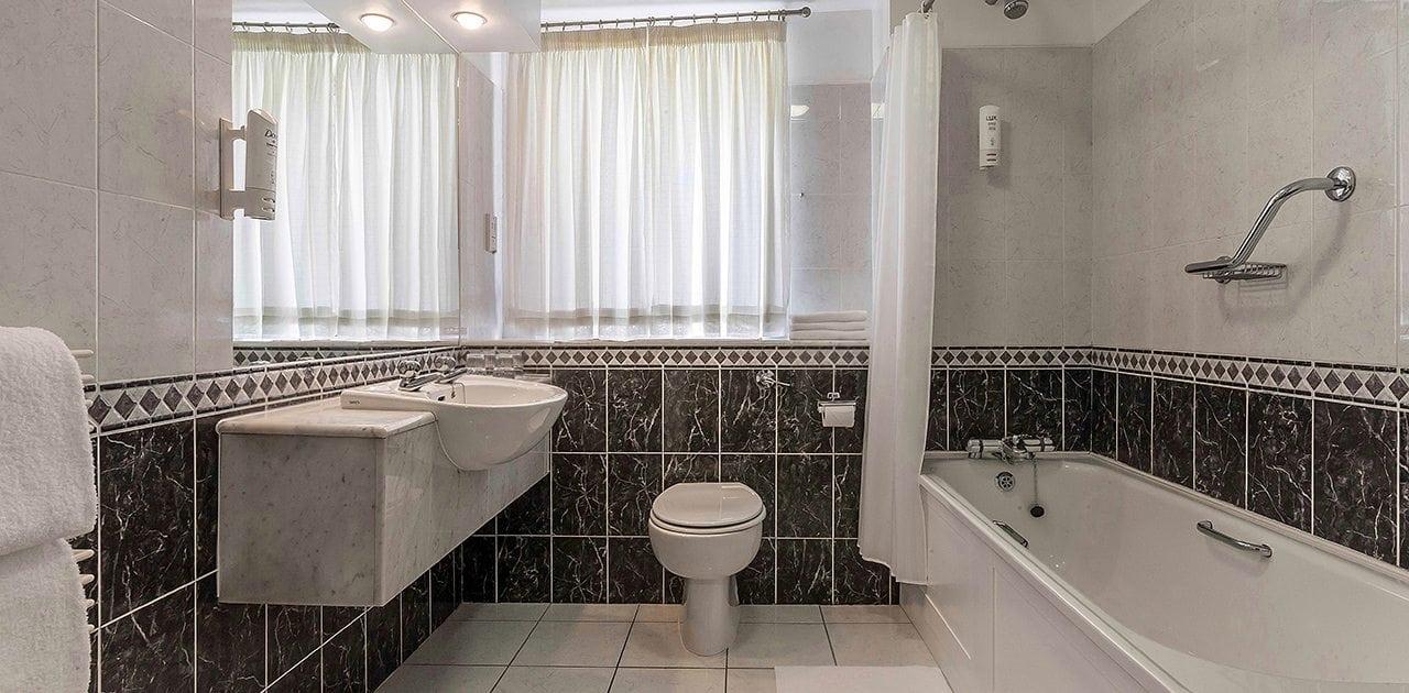 Belvedere-Hotel-Dublin-bathroom