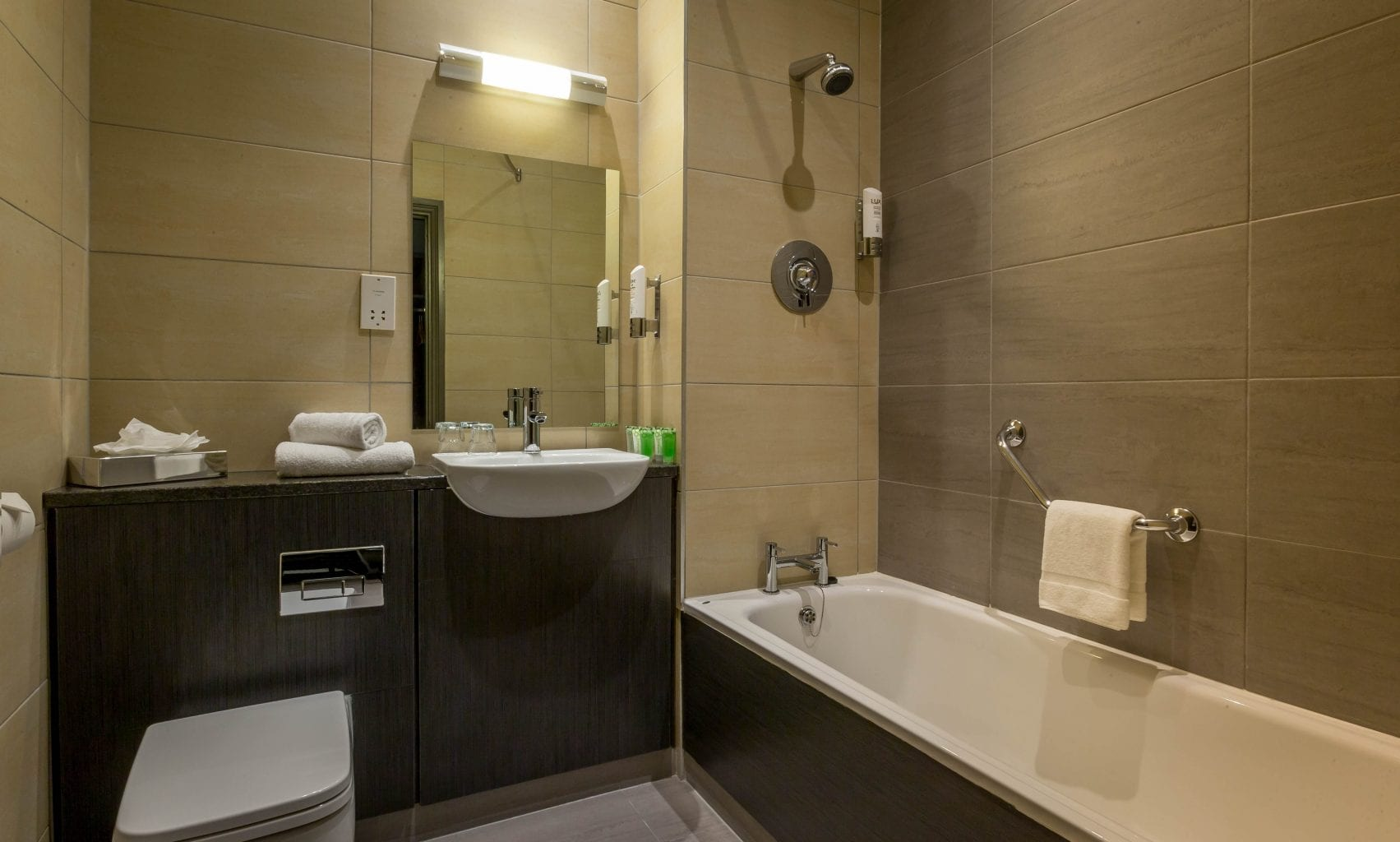 Maldron Hotel Cork bathroom