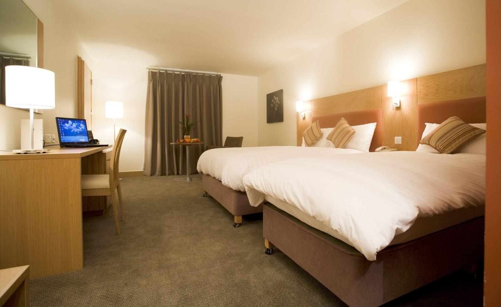 Maldron Hotel Portlaoise bedroom